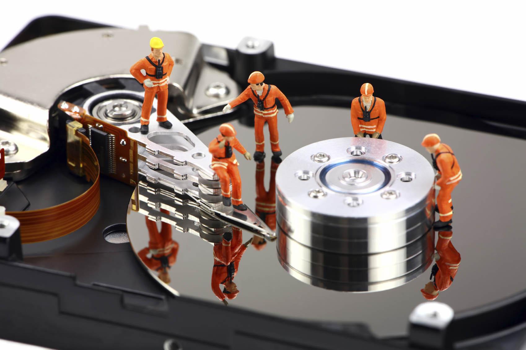 """Cum să """"curatati"""" problemele unui Stick USB, SD Card, HDD sau SSD"""